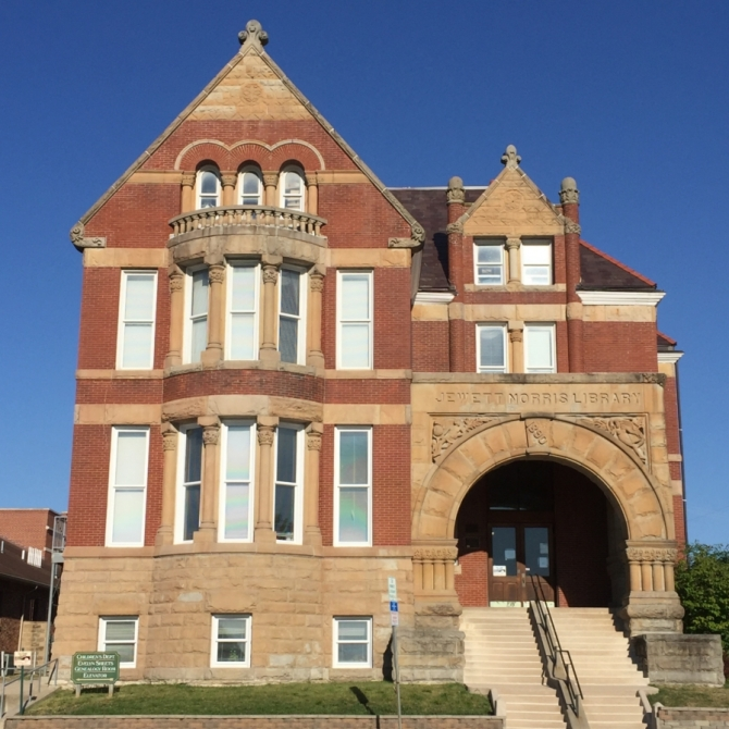 Grundy County-Jewett Norris Library. Photograph by Linda Crooks.