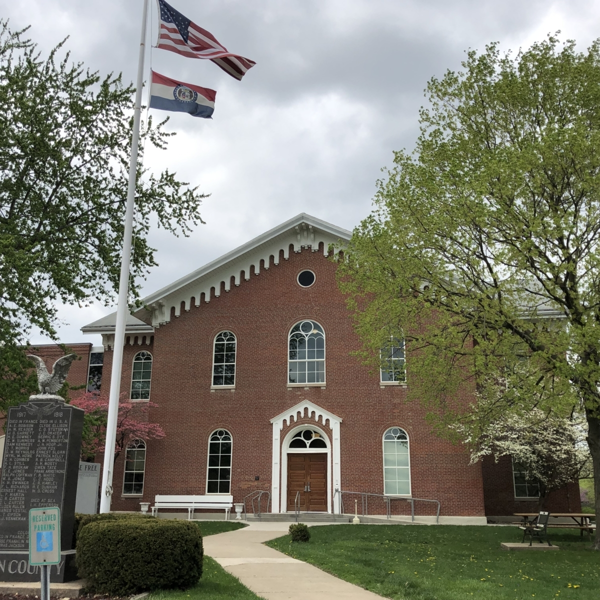 Macon County Courthouse. Photograph by Julia Chaney Faughn.